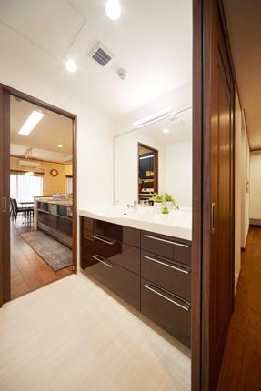 スペースやインテリアに合わせた自由設計の洗面化粧台 大阪市都島区