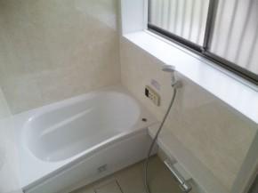タイル貼りからアロマブラウンの壁で温もり感じる浴室へ 生駒市