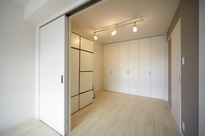 二枚引き込み戸で開放感のある寝室へ 宝塚市