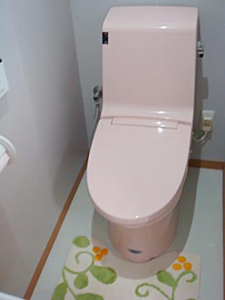 隅付タンクのトイレからピンク色のかわいいトイレに 大阪市