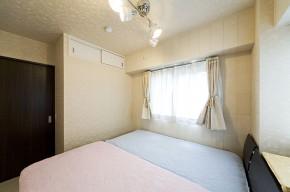 こだわりのクロスで高級感のある寝室 神戸市