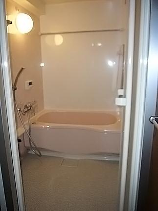 サイズアップし、広々バスルームに 大阪市城東区