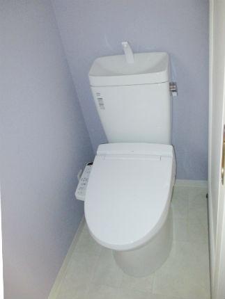 隅付タンクのトイレからお手入れ簡単なトイレへ 生駒市