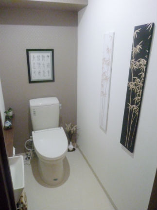 間取り変更で広々とした空間になったトイレ 神戸市