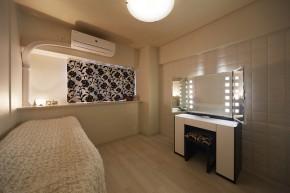 エコカラット【クシーノ】のホワイトでまとめた清潔感のある洋室 大阪狭山市