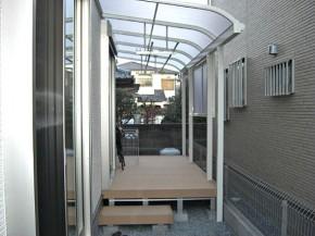 熱遮断のテラス屋根と便利なウッドデッキ 茨木市