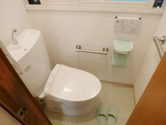 節水型TOTOピュアレストQRで明るいトイレ空間へ 宝塚市