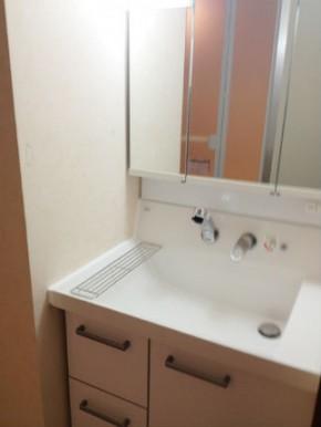 使い勝手が良く、照明が大きい洗面台【ピアラ】 河内長野市