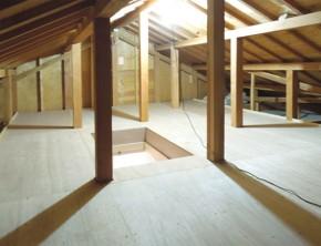 屋根裏に収納スペースを造作 茨木市