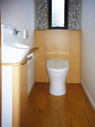 モザイクタイルを一面に施したおしゃれなトイレ 神戸市