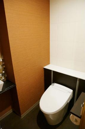 おしゃれなタイル「カクテル」を使用したモダンな手洗器 神戸市