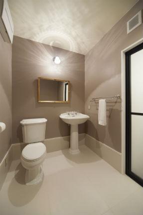KOHLERのトイレと洗面台でヨーロピアンなサニタリールームに 西宮市