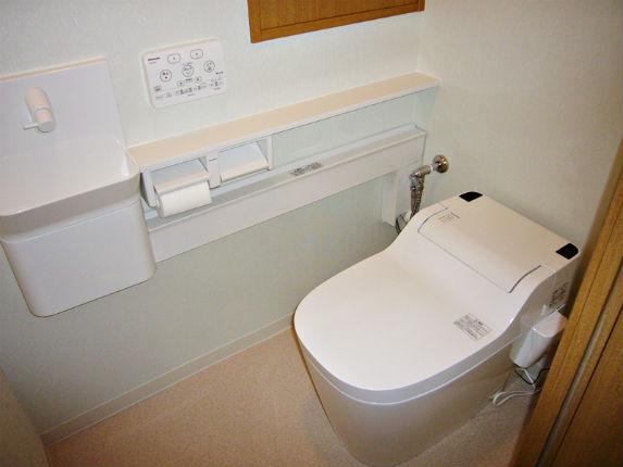 省スペースな手洗いカウンター付トイレ「アラウーノS」 箕面市