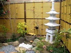 五重塔と御簾垣で趣のある庭 大阪市