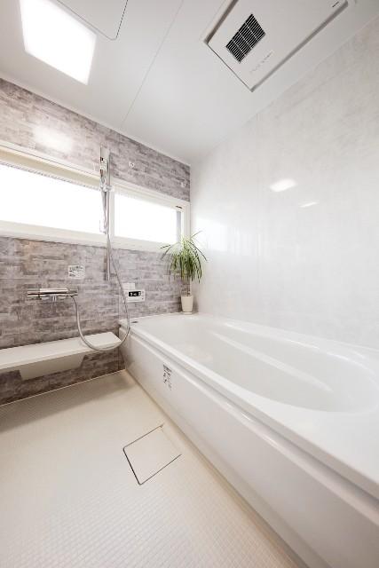 移設でサイズアップした、家族とゆったり入浴できる広々バスルーム