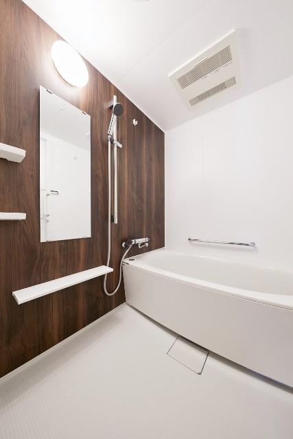 冬でもぽかぽかと使用できる浴室乾燥暖房付きのバスルーム
