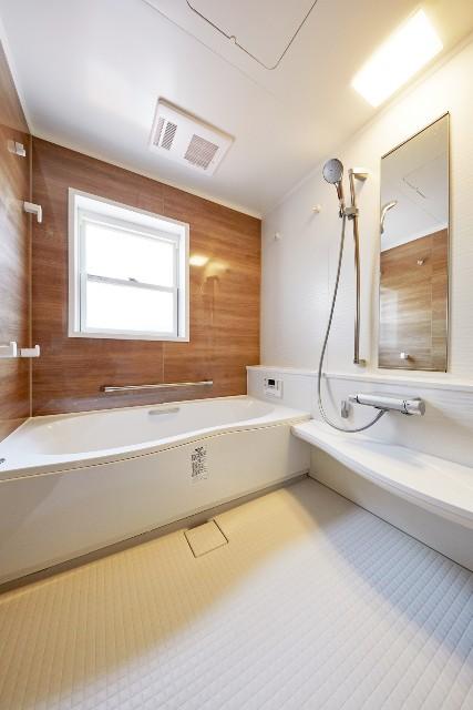 収納と広さを実現!それぞれの世帯が快適に使用できるバスルーム