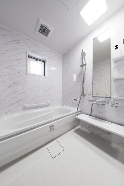 勾配天井をなくしたバリアフリー浴室