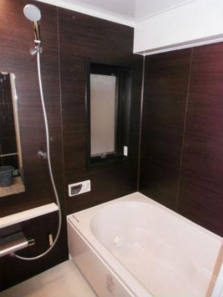 クリエダークの壁で高級感のある浴室に新調