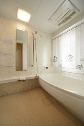 ベージュで合わせた落ち着きのある浴室 TOTO WFシリーズ
