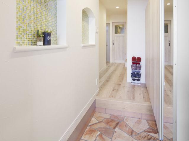 3つのタイルが織り成すあたたかみのある可愛い玄関