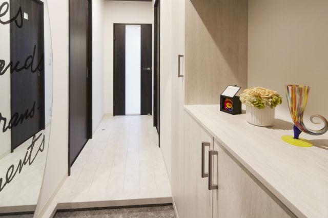デザイン性・収納力に優れた玄関収納「コンポリア」