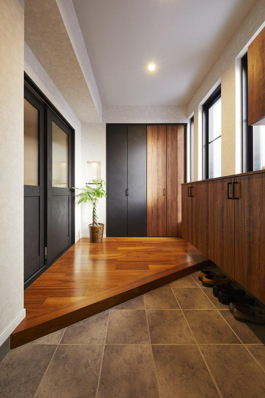 框を斜めにした広さを感じる玄関