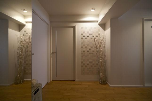 内装を新調した清潔感あふれる玄関へ