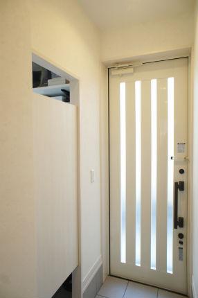 ウエスタンドアで開放的な玄関収納