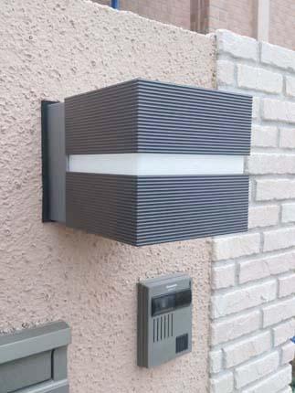 自動点灯・消灯の門まわり外灯