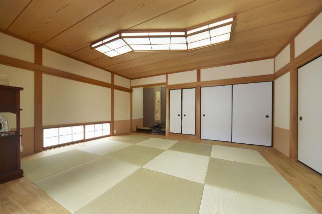 半帖畳と無垢フローリングを組み合わせたモダンな和室