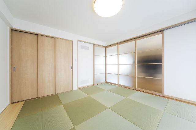 リクシルウッディライン「可動間仕切り」でリビングとつながる明るい和室