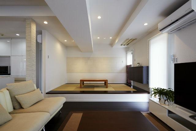 楽な姿勢で家事が出来る小上がりの和室