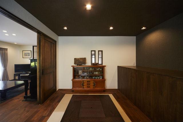 アンティークモダンな雰囲気で来客をもてなす和室