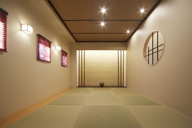 黒竹と御影石が造り出す旅館のような小上がり和室