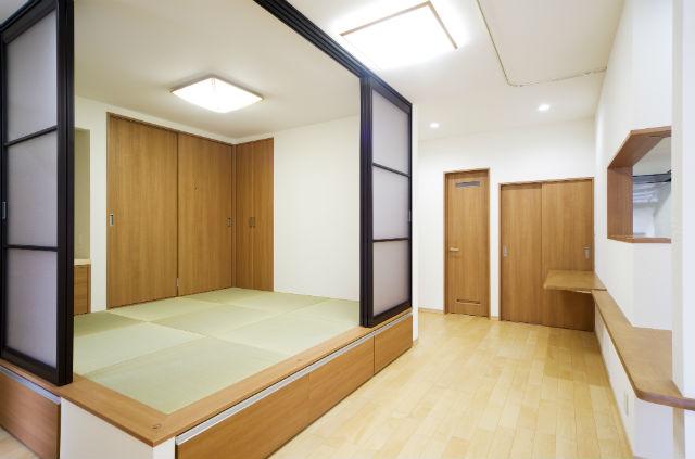 リビングと一体感のある小上がりの和室
