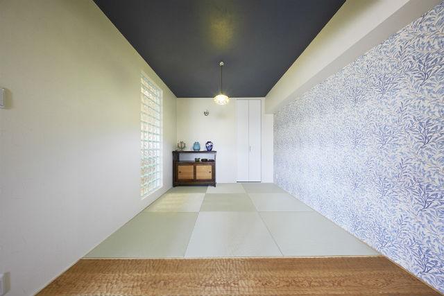 ウィリアム・モリスのクロスとヨーロピアンオークを使用したこだわりの和室空間
