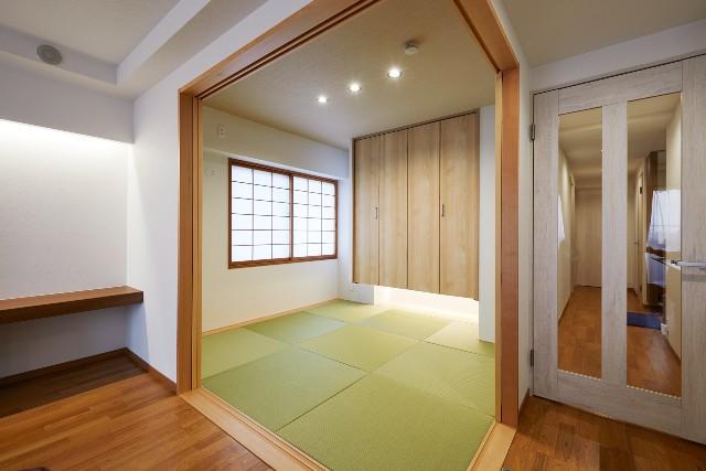 デザイン性を重視したリビングと調和する和室