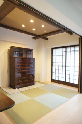 モダンな家具に合わせた和室
