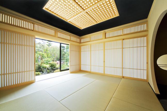 格子組のデザイン天井が印象的な離れ