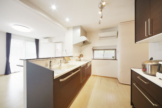 ユーティリティースペースを造作して家事効率が向上したキッチン