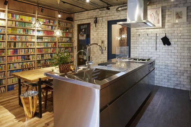インダストリアルな雰囲気のキッチン空間