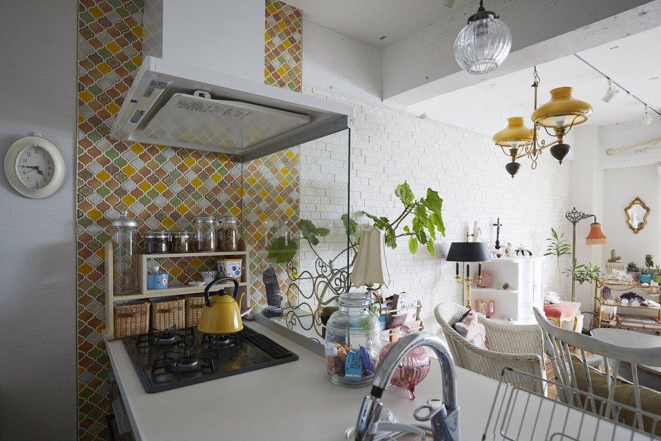 異国情緒感じるLDKの家具のような対面キッチン