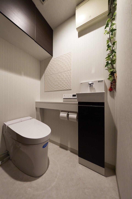 限られたスペースを有効活用する世界最小のトイレ