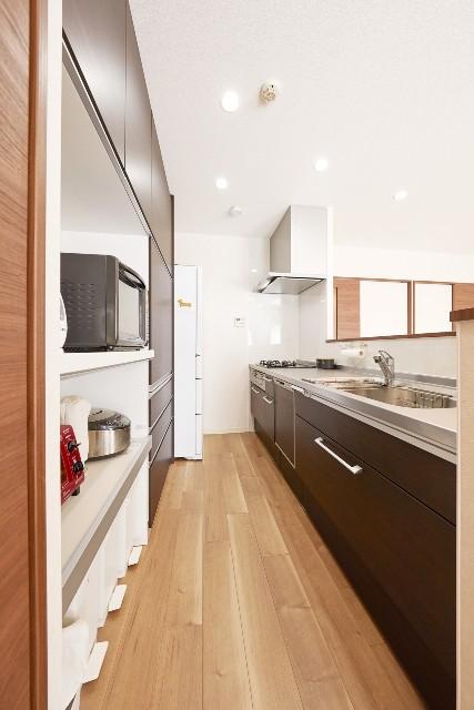 家事の時短も図れる開放的なオープンキッチン