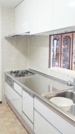 クリナップの高品質なステンレスとクリスタホワイトで明るいキッチンに