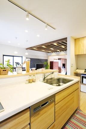無垢材を使ったオープンキッチン