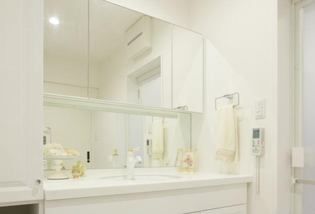 造作洗面化粧台をこだわりのパーツでフレンチクラシックに