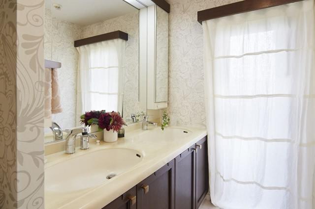エレガントな空間に生まれ変わった洗面脱衣室