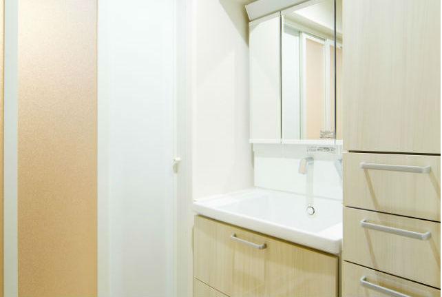 陶器ボウルでお手入れしやすい収納量豊富な洗面化粧台